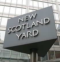 210px-new_scotland_yard_sign_3_217
